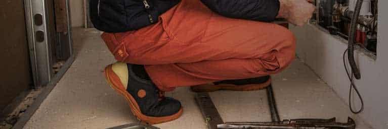 Bien choisir son pantalon professionnel : quels éléments prendre en compte ?