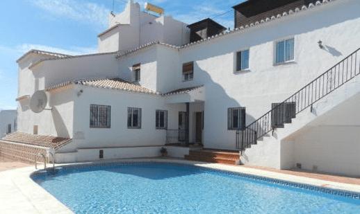 Investir dans un appartement à Nerja : quels sont les avantages ?